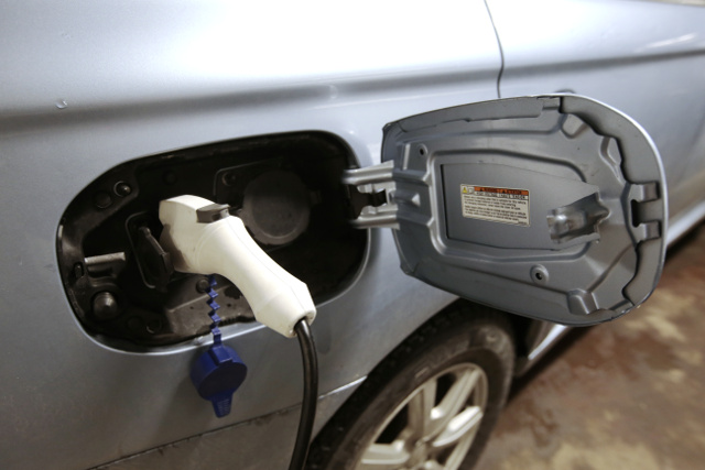 Electric cars tested by police in Sweden