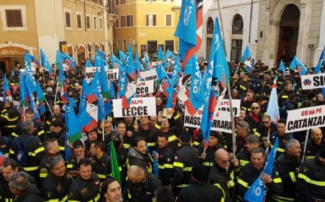 Italy's firefighters protest against 'humiliating' low wages