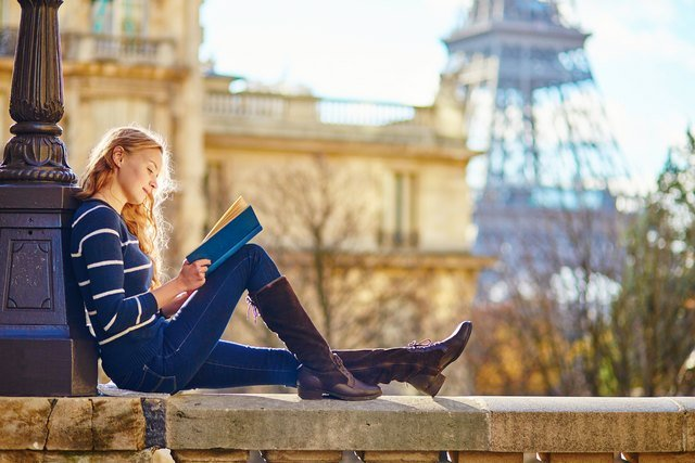 Parisian book lover fined for leaving novel on the street for another reader