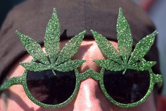 German govt seeks 'drug dealers' to help distribute medical weed