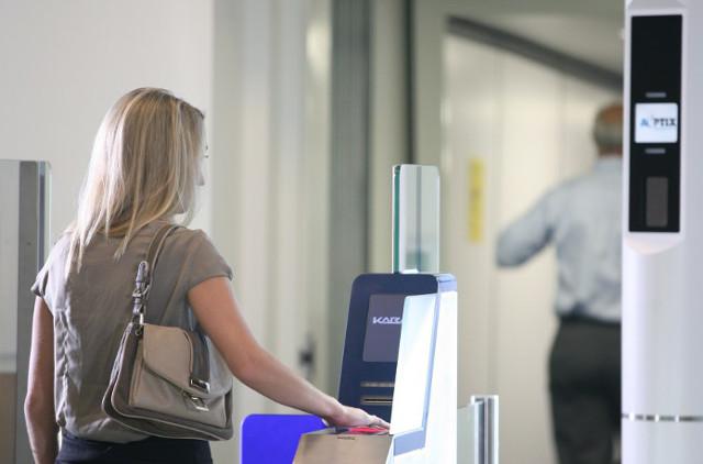 Eurostar unveils facial recognition 'E-gates' for Paris passengers