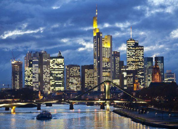Frankfurt takes early lead in race to woo over London's banks