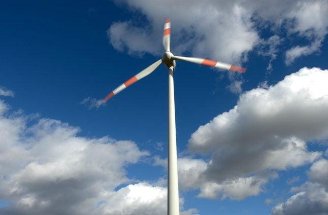 Propeller plane crashes into wind turbine, killing pilot