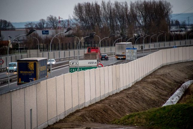 Calais: Five hotel managers arrested for 'smuggling Albanians to Britain'