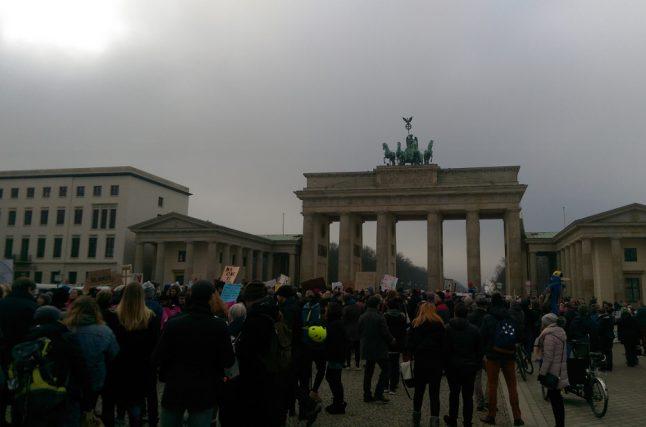No ban, no wall: 1,000 protest Trump in heart of Berlin
