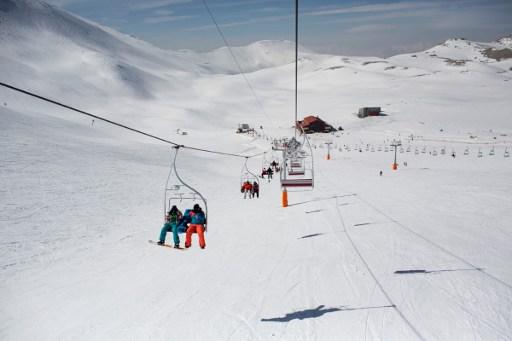 Swiss ski instructors help boost ski industry in Iran