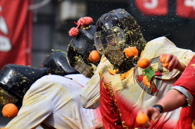 Ivrea Orange Battle: Annual food fight gets underway in Italy