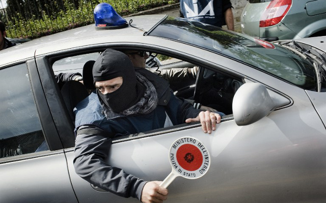 Naples police arrest 31 suspected mobsters, including 'mafia daughters'