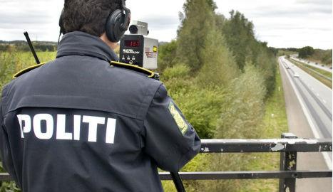 Danish Police fine cars who flash to warn of speed checks