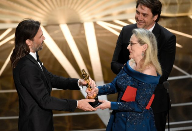 Oscar winner's emotional speech in Swedish