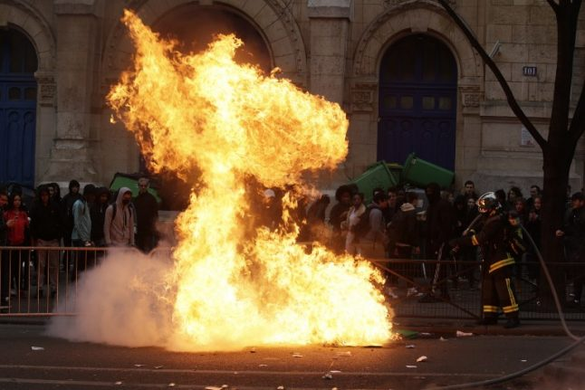 VIDEO: Paris pupils clash with cops during anti-police violence protests