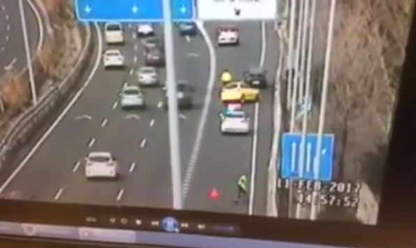 WATCH: Lightning fast reaction of traffic cop on Madrid motorway