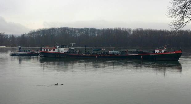 Diesel tanker salvaged from Danube after it ran aground