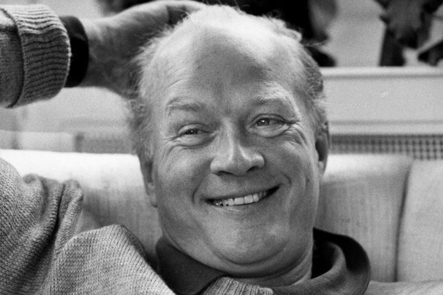 Danish prince dies at 82