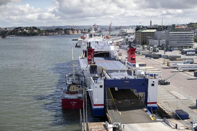 20 firefighters battle blaze on boat in Gothenburg harbour