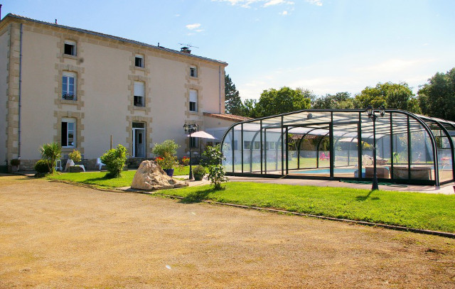 French Property of the Week – 'Amazing' 7 bedroom house near Charente (with a pool)