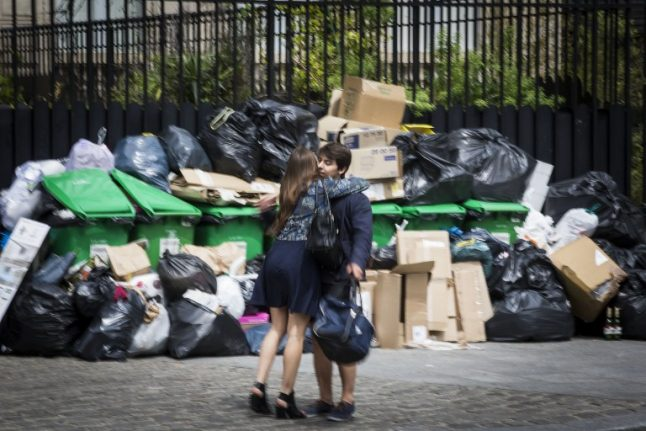 Paris mayor launches clean-up blitz