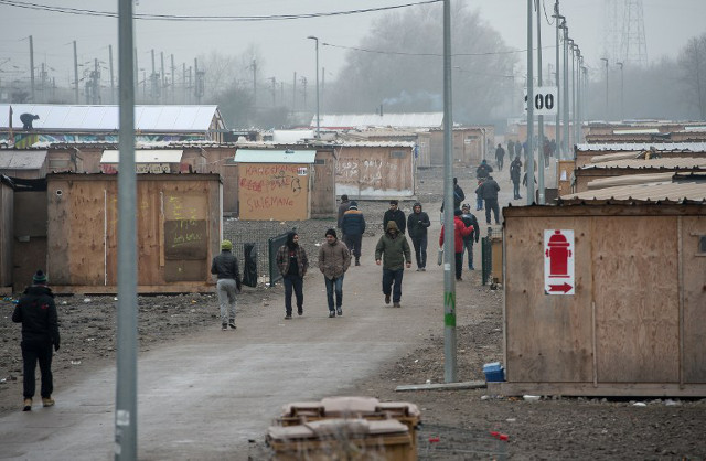 France to close another sprawling migrant camp on north coast