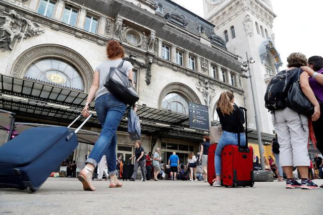Paris braces for train travel chaos as Gare de Lyon to close for weekend