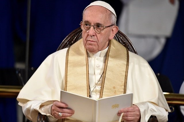 Pope asked to oust top cardinal over sex abuse row