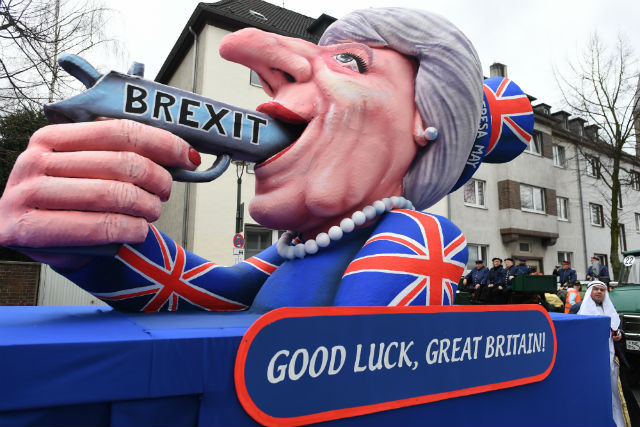 Düsseldorf's Brexit suicide float off to London to join pro-EU movement