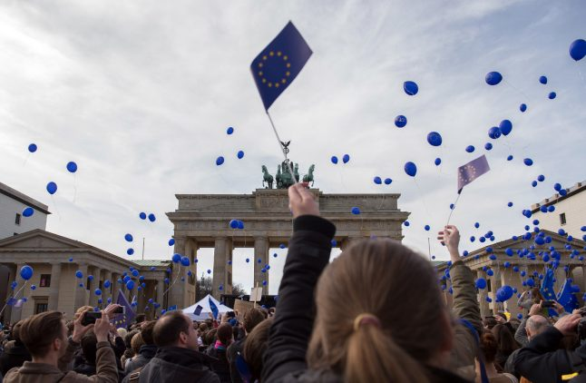 Thousands of Berliners, Brits march in anti-Brexit protest