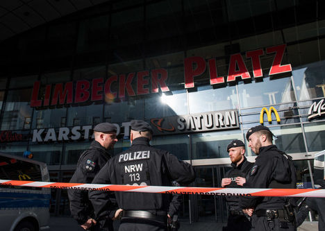 Germany frees one of two held over mall attack threat