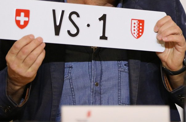 Swiss bidder pays record 160,100 francs for licence plate