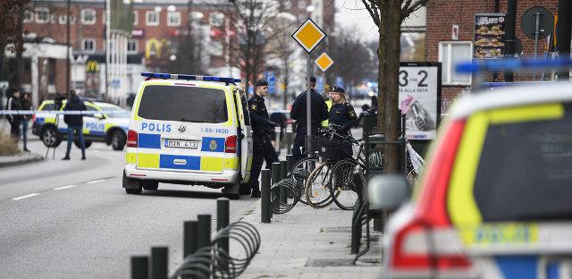 Man injured in shooting outside Malmö restaurant