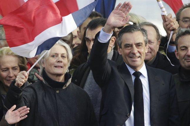 Defiant Fillon draws thousands for 'last chance' Paris rally – but is it too late?