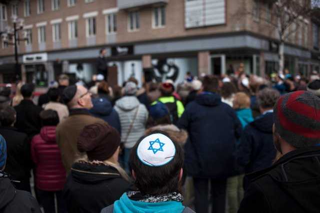 Hundreds join kippah walk in northern Sweden to protest against Nazi threats