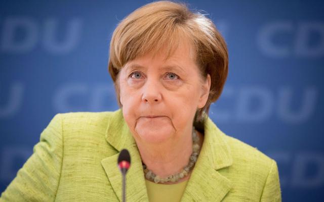 Merkel urges 'respectful dialogue' in Turkey after referendum