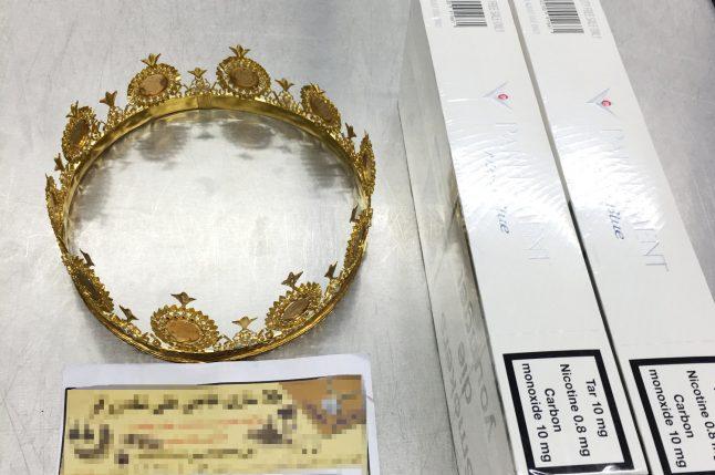 18-karat gold crown found in baggage at Düsseldorf airport