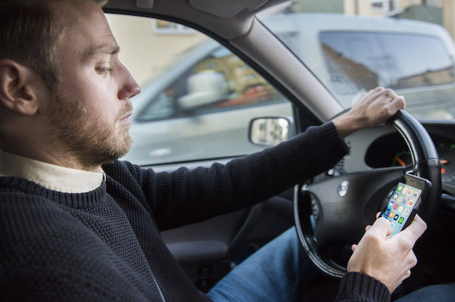 Texting behind the wheel: Soon illegal in Sweden, too?