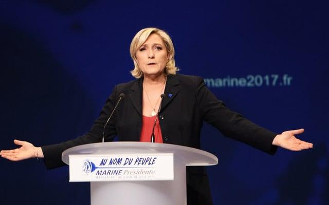 Marine Le Pen goes back to hardline basics in final push before election