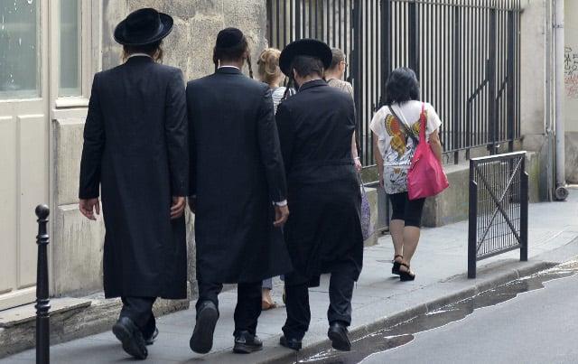 VIDEO: Despite her efforts, Jewish voters in France still fear Marine Le Pen