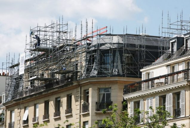 France rejects rule forcing foreign builders to speak French