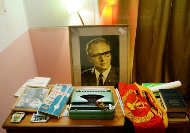 Berlin 'Good Bye Lenin!' showing brings GDR back to life