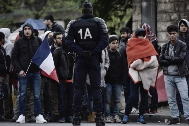 Police clear out 1,000 migrants from squalid Paris camp