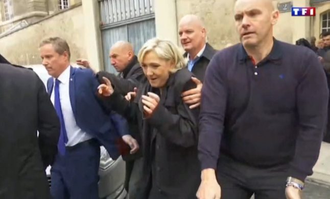 Le Pen jeered on final day of bruising campaign as Macron extends poll lead