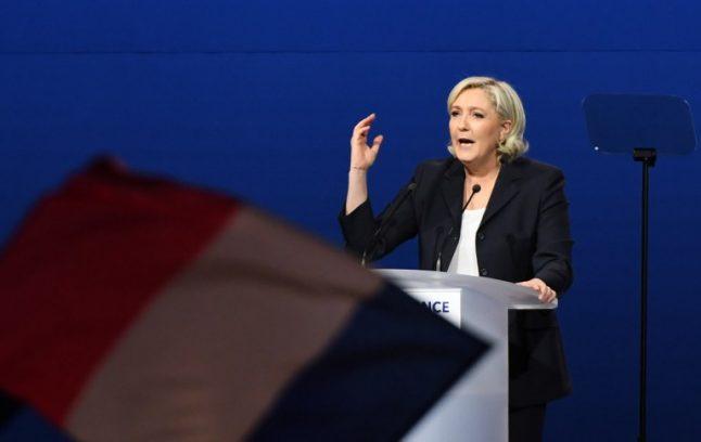 Marine Le Pen copies speech by Francois Fillon (on purpose)