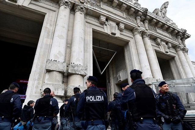 Police order dozens of migrants to move from Milan station