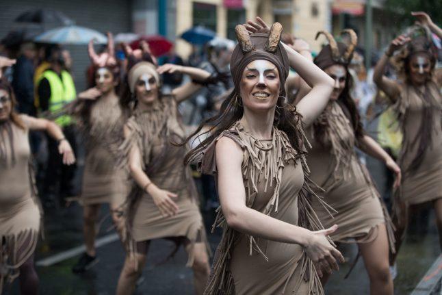 WATCH: Salsa-dancing policewoman at Berlin carnival goes viral