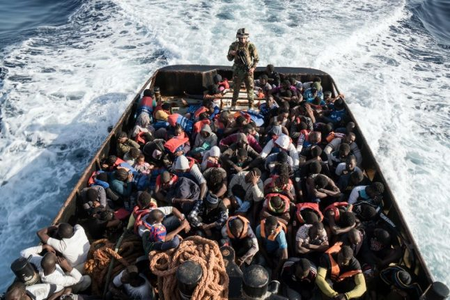 Italy threatens EU with closure of ports to rescue boats
