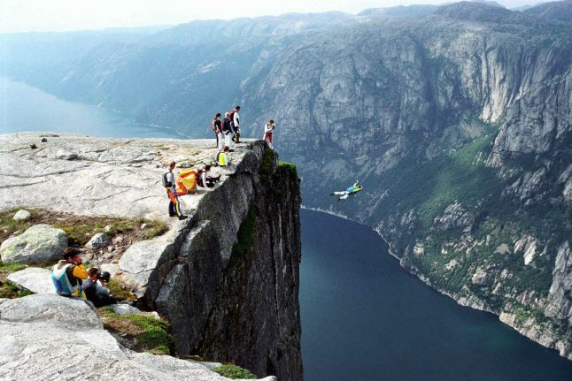 VIDEO: Norway base jumpers somersault off Kjerag mountain