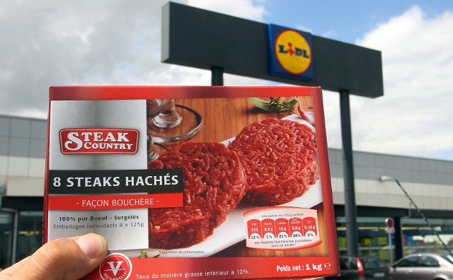 French boy left disabled after eating a steak haché: Former company bosses go on trial