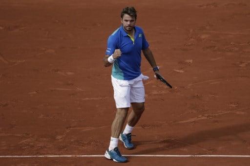 Wawrinka cruises into semifinal in Paris