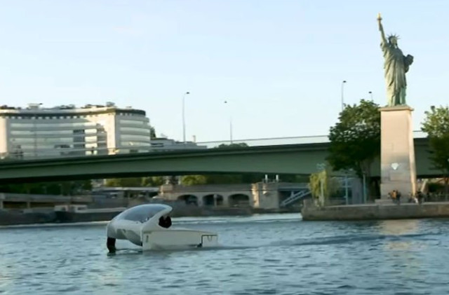 VIDEO: 'Flying' water taxis tested for first time on River Seine in Paris