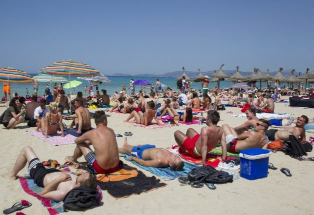 Two Brits arrested in Mallorca resort in clampdown on food poisoning scam