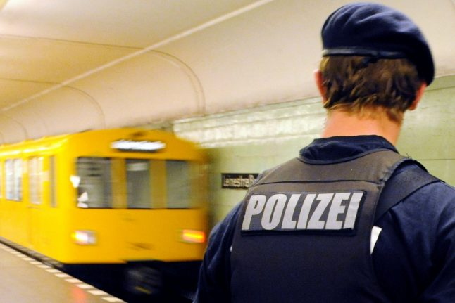 Passersby save woman pushed in front of oncoming Berlin U-Bahn train